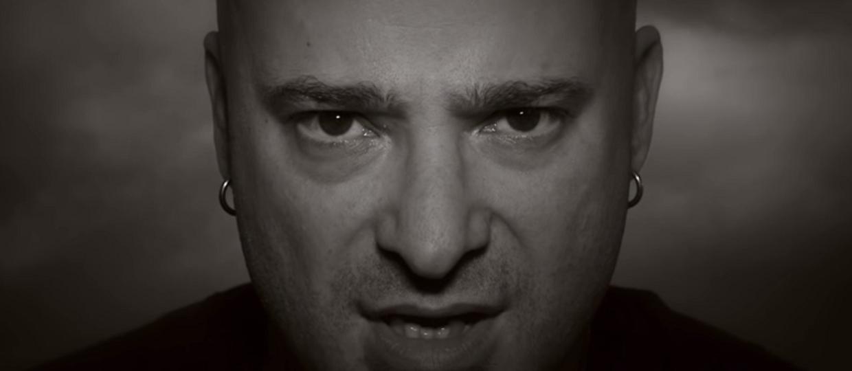"""Tak brzmi """"The Sound of Silence"""" w wykonaniu Davida Draimana bez instrumentów"""
