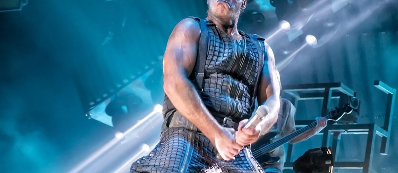 """Till Lindemann jako """"Doctor Dick"""" tworzy dzieła sztuki z penisami"""