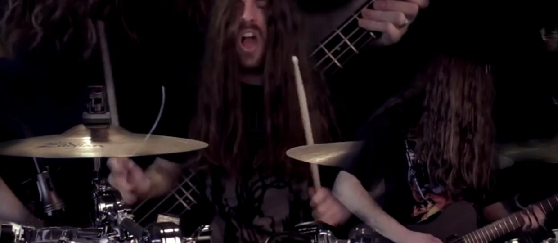 Utwór Black Sabbath wykonany przez człowieka-orkiestrę
