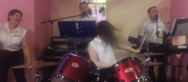 Weselny headbanging w wersji disco polo