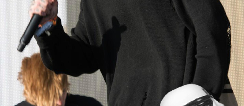 """Wokalista Bring Me The Horizon zaprojektował kurtki inspirowane """"Łotrem 1"""""""