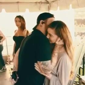 Wokalista znanego zespołu oświadczył się dziewczynie w trakcie koncertu