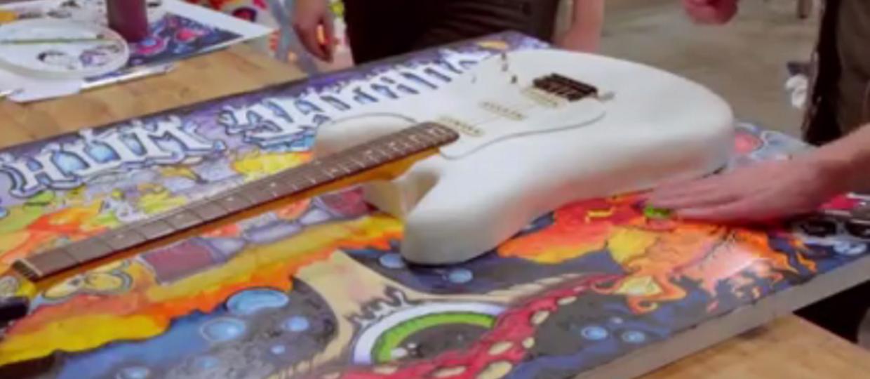 Zagraj na torcie w kształcie gitary