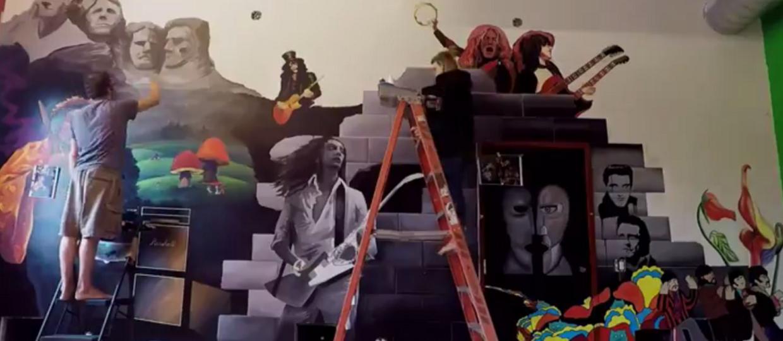 Zobacz, jak namalowano mural z gwiazdami rocka