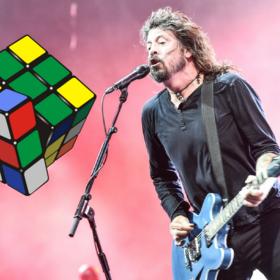 Dave Grohl z Kostką Rubika