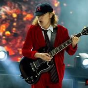 Zobacz sceniczne incydenty AC/DC