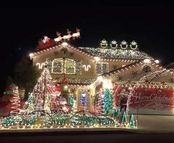 """Zobacz świąteczną iluminację na domu w rytm """"Thunderstruck"""" AC/DC"""