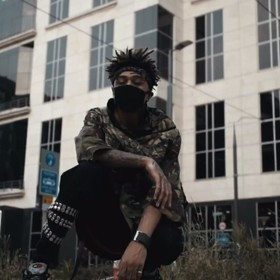 "Kim jest Scarlxrd, twórca ""soundtracku do apokalipsy""?"