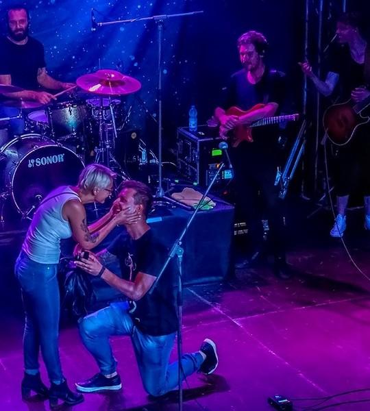 Zaręczyny na koncercie gitarzysty Plini