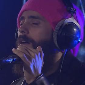 30 Seconds To Mars coveruje pięciu nieżyjących muzyków w jednym utworze