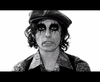 "Alice Cooper i jego naśladowcy w klipie do ""The Sound Of A"""