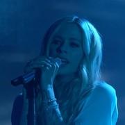 Avril Lavigne zaspiewała piosenkę o chorobie