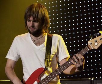 Basista Maroon 5 został aresztowany za przemoc domową