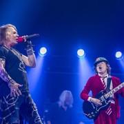 Biograf AC/DC twierdzi, że zespół nagra płytę z Axlem Rosem