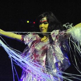 """Björk dołącza do nowego albumu """"Utopia"""" kryptowalutę"""