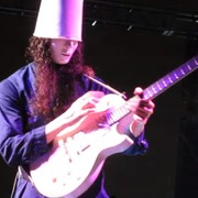 Buckethead: Dlaczego noszę maskę i kubełek na głowie