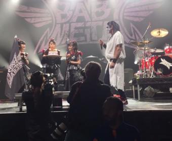 Chad Smith zagrał z Babymetal utwory Judas Priest