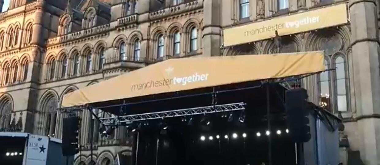"""Chór ocalałych z zamachu w Manchesterze w 2017 zaśpiewał """"Don't Look Back In Anger"""" Oasis"""