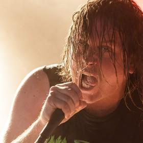 Chrześcijański mem z okładką albumu znanego metalowego zespołu oburzył jego wokalistę