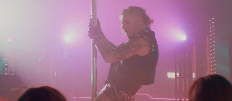 Corey Taylor tańczy na rurze w klubie Steel Panther