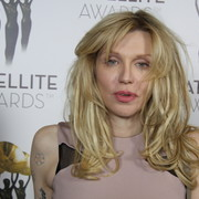 "Courtney Love o ""The Dirt"""