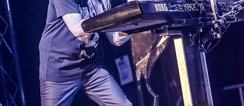 Czemu Jordan Rudess nie śpiewa w Dream Theater?