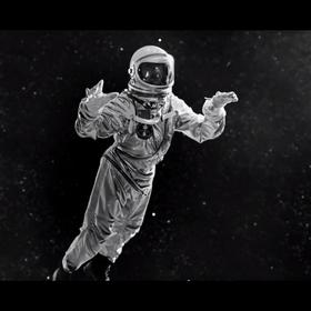 """Dave Gahan wystrzelony w kosmos w klipie """"Cover Me"""" Depeche Mode"""