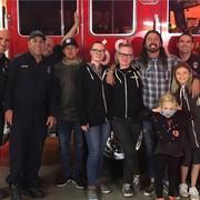 Dave Grohl i strażacy z Kalifornii