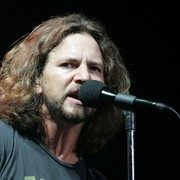 Eddie Vedder zapłacił 25 000 euro, żeby kontynuować koncert