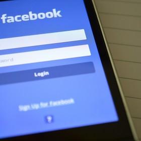 Facebook negocjuje z wytwórniami wykupienie praw autorskich do muzyki