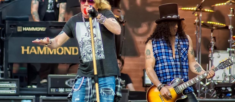 Fani Guns N' Roses urażeni opublikowaną na Twitterze zespołu grafiką