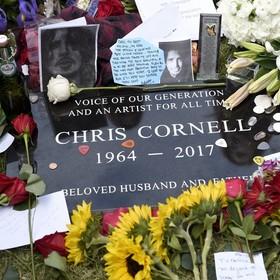Fani nie mogą filmować przy grobie Chrisa Cornella