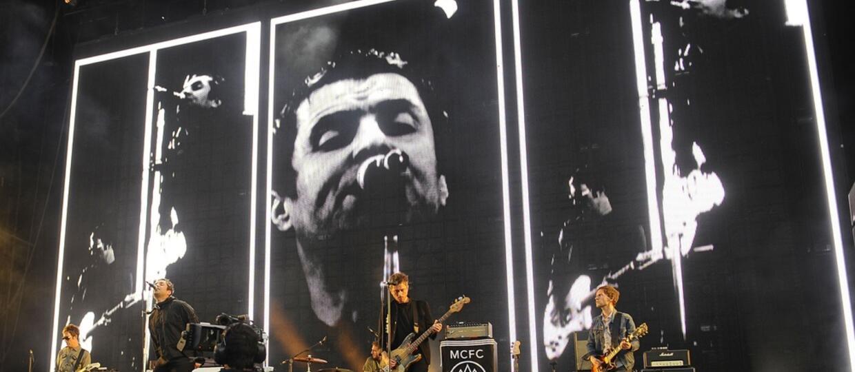 Fani oburzeni wyjątkowo długimi kolejkami po piwo i do toalet na koncertach Liama Gallaghera i QOTSA