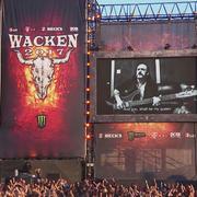 Fani zaśpiewali z Lemmym cover Davida Bowiego na Wacken Open Air 2017