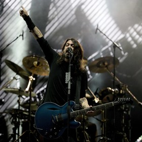"Foo Fighters i Weezer w coverze ""Detroit Rock City"" Kiss"