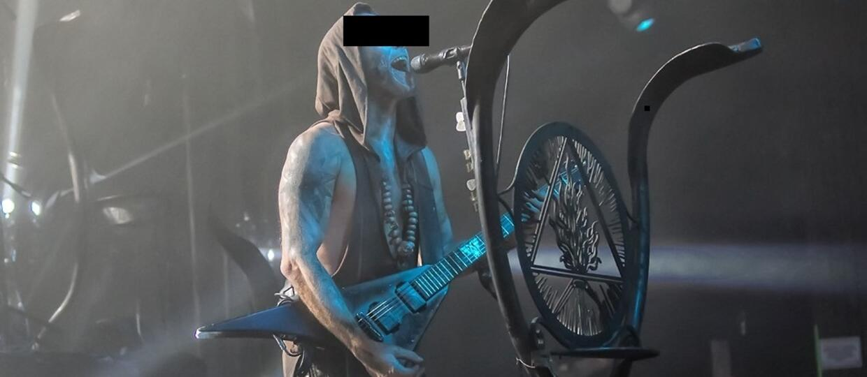 Frontman grupy Behemoth oskarżony o znieważenie polskiego godła. Grozi mu nawet rok więzienia