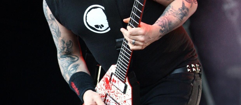 Gary Holt zaprezentował gitarę pomalowaną swoją krwią