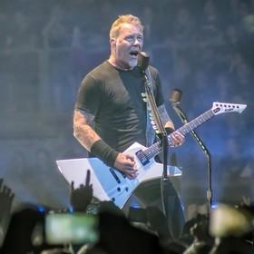 """Gdyby Iron Maiden zagrało utwór Metalliki. Posłuchaj nietypowego coveru słynnego """"Enter Sandman"""""""