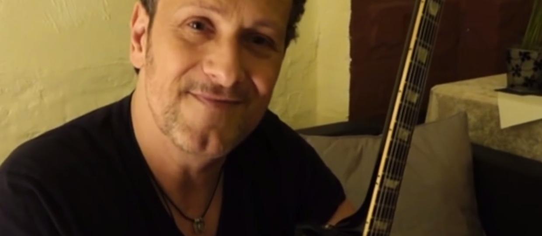 Gitarzysta Def Leppard wygrywa z rakiem?