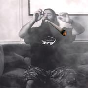 Gitarzysta Deftones o paleniu blantów w hotelowym lobby