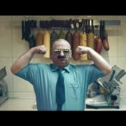 Grzegorz Halama pajacuje w klipie Luxtorpedy