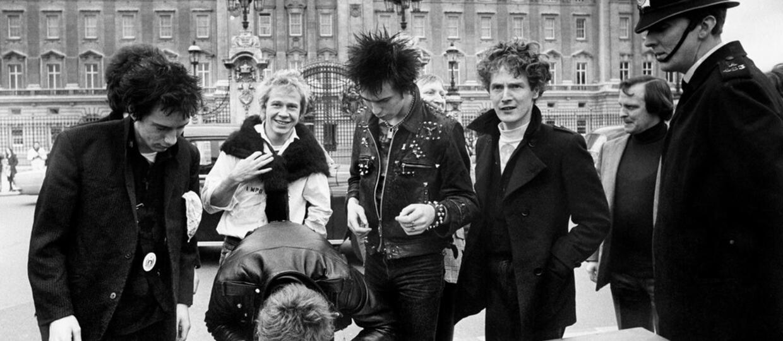 """""""Here's the Konstytucja"""": Polityczna przeróbka okładki albumu Sex Pistols zawisła na popularnym klubie"""