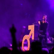 Hipokryzja lidera The Killers po aferze z Joshem Hommem oburzyła koncertowych fotografów. Zagranie pod publiczkę?