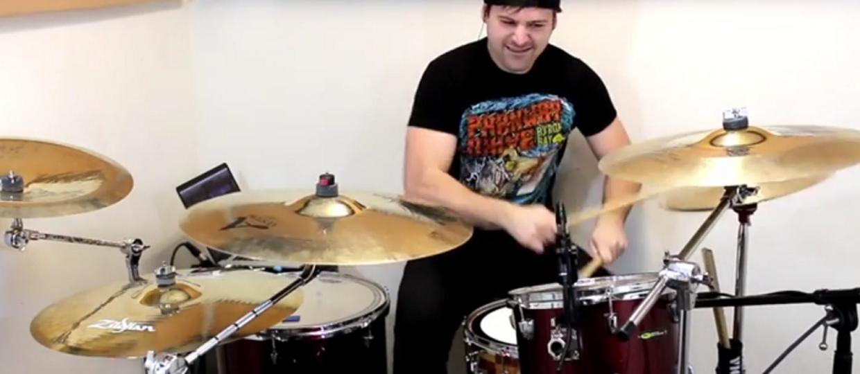 Jak brzmi AC/DC z metalową perkusją?