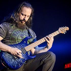 John Petrucci o tym, jak uczył się gry na gitarze przed pojawieniem się YouTube'a
