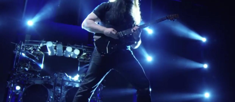 John Petrucci pokazał gitarę sygnowaną swoim nazwiskiem