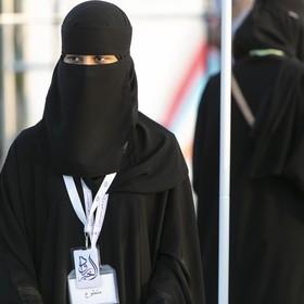 Kobiecie z Arabii Saudyjskiej grożą dwa lata więzienia za przytulenie wokalisty na scenie