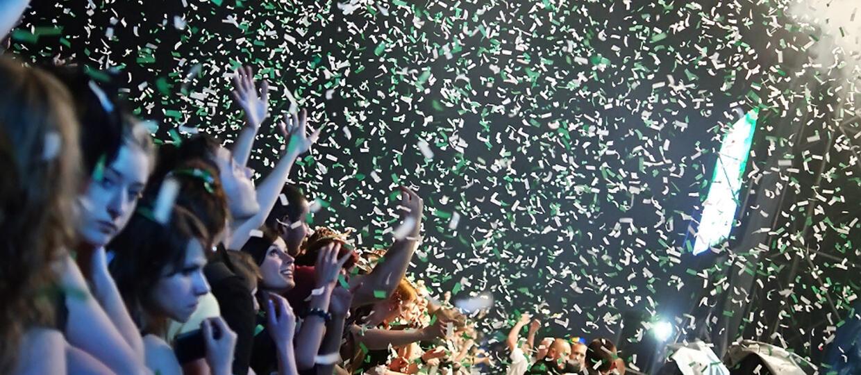 Koniec zdjęć publiczności na koncertach? Nowe prawo budzi wątpliwości wielu fotografów