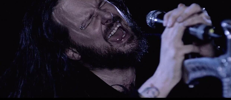 """Korn ma """"czarną duszę"""" w nowym teledysku"""
