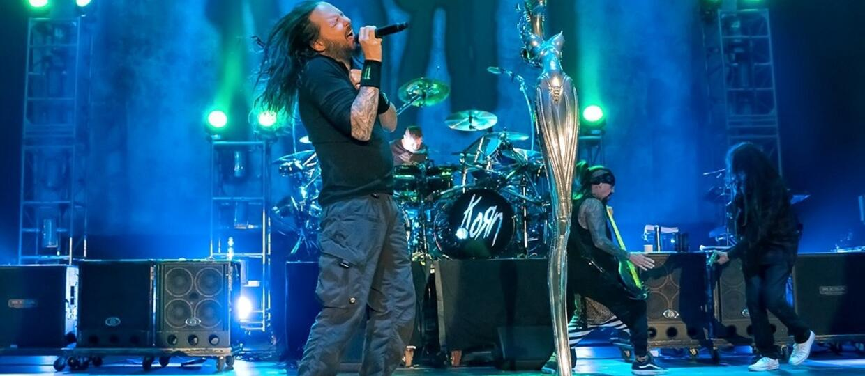 "Korn w coverze ""We Care A Lot"""